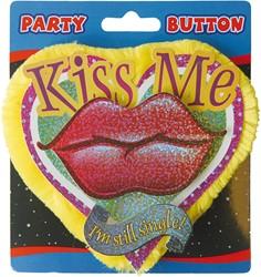 3D Button Kiss Me, Single